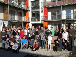 Foto von den Bewohnern und dem Gebäude von WohnArt 3